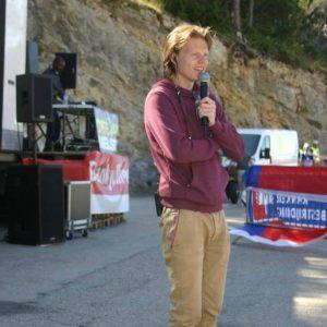 Joey, speaker tijdens de beklimming van de Mont Ventoux, tijdens het Groot Verzet Tegen Kanker.